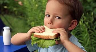 Cómo alimentar a un niño adoptado