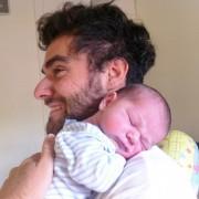 ¿Es bueno coger a mi bebé en brazos?