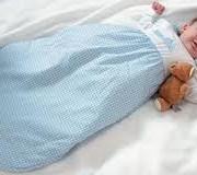 Ayúda a tu bebé a dormir en su saquito