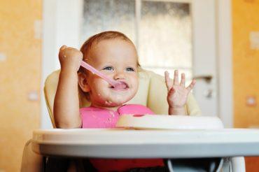 Como conseguir que tu bebe se quede sentado en su trona a la hora de comer