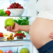 ¿Embarazada? Estos alimentos no pueden faltar en tu dieta