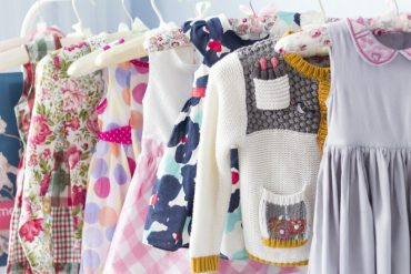 Cosas que hay que saber antes de comprarle la ropa al bebé